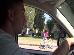La chica de la bicicleta, convencida para follar duro - Videos XXX