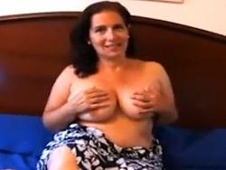 Madre española con muchas tetas grabando porno - Maduras