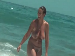 Las mejores chicas desnudas en la playa - Amateur