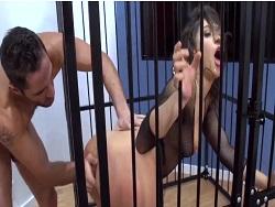 La puta de Abella Danger follada en una jaula - Amateur