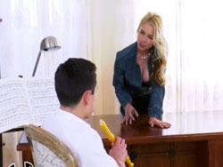 Anda chico, deja de tocar la flauta y cómeme el coño - Maduras