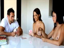 Partida de póker acaba en una sesión de sexo - Folladas