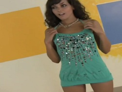 La latina con el vestido me pone el rabo enorme - Webcam Porno