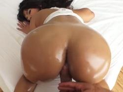Rose Monroe prueba un anal en su culo gordo y sabroso - Anal
